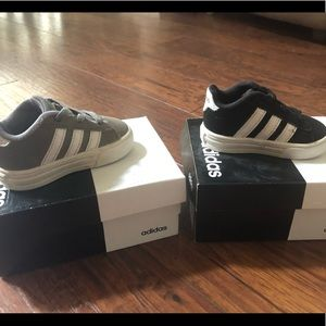 Toddlers Adidas size 3 shoes in good condition!